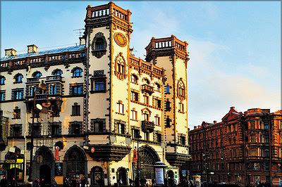 1. Дом с башнями на пл. Льва Толстого