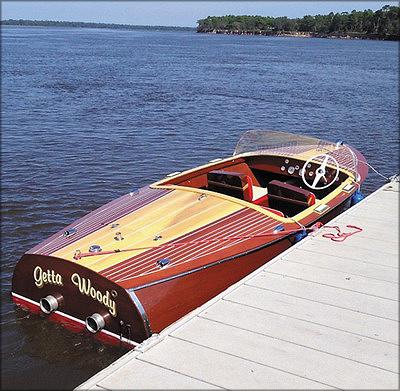 Отреставрированная лодка из фанеры производства компании Chris Craft 1956 года выпуска (США)