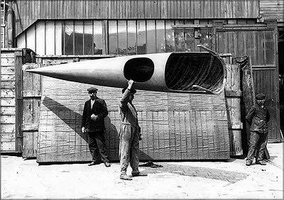 Фюзеляж истребителя SPAD-Deperdussin представлял собой конструкцию в виде монокока, выклеенного из фанеры, и настолько легкую, что его мог спокойно переносить один рабочий.Франция, 1913 год