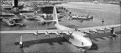 Изготовленная из фанеры гигантская летающая лодка Hughes H-4 Hercules. США, 1947 год
