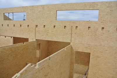 Рис. 5. Дом из элементов Magnumboard в процессе строительства 24 №