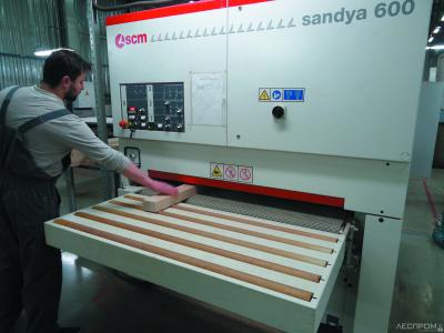 Шлифование поверхности заготовок перед нанесением лакокрасочных материалов