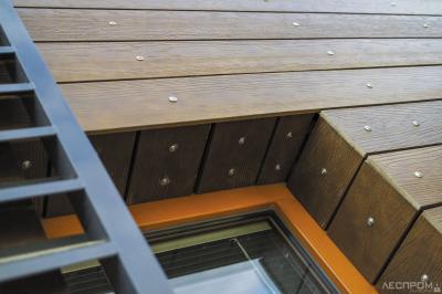 Рис. 2. Плиты и планки Cetris Profile с рельефом, имитирующим поверхность древесины