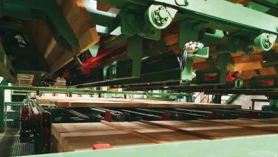 Каждое устройство формирования штабелей имеет 12 магазинов, заполняемых автоматически