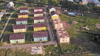 Строительный объект: дома из бруса в поселке