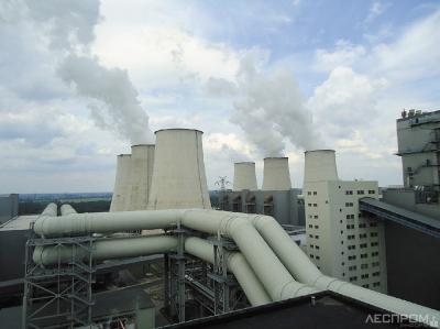 Janschwalde – Cамая большая ТЭЦ в Германии, сжигающая местные бурые угли. Установленная мощность 3000 МВт. Расположена вблизи г. Котбус (Восточная Германия, рядом с границей с Польшей). Входит в госпрограмму по отказу от использования угля