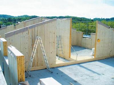 Рис. 7. Строительство дома из МНМ-панелей
