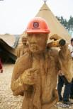 Деревянные скульптуры на стенде Husqvarna