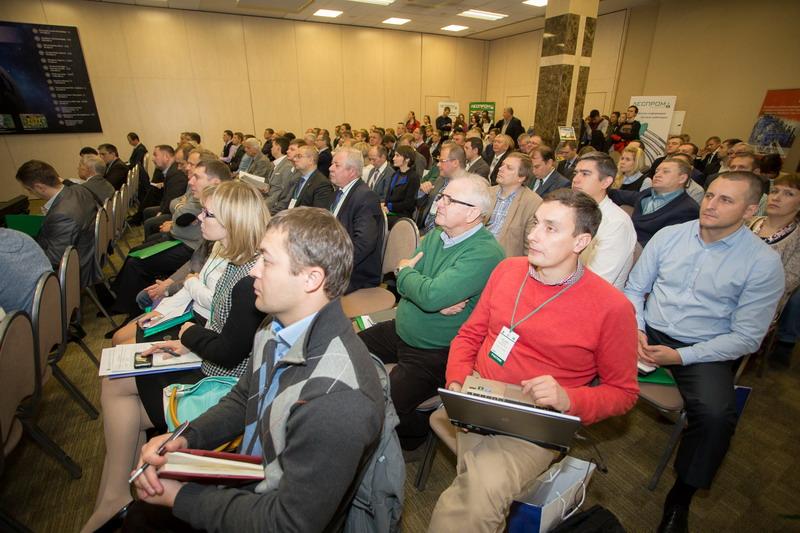 Аудитория конференции по деревообработке