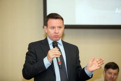 Модератор первой сессии конференции по деревообработке - директор по внешним коммуникациям «Илим Тимбер» Святослав Бычков
