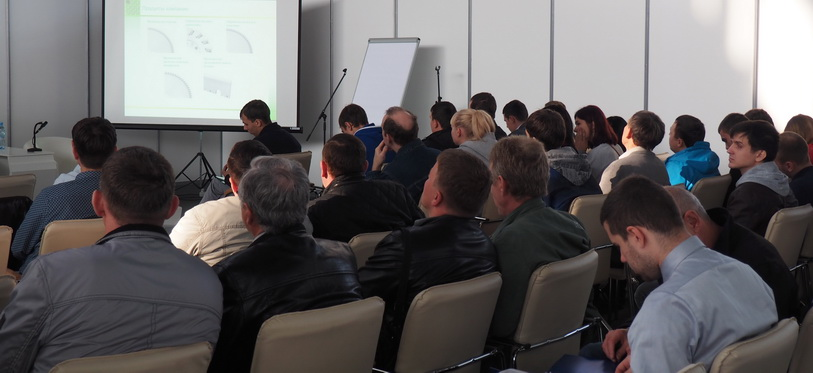 Аудитория семинара по деревообрабатывающему инструменту