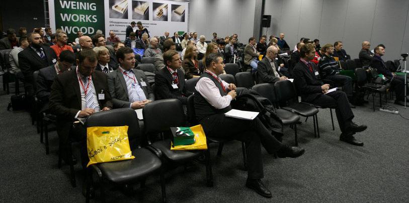 Аудитория конференции по продуктам из клееной древесины