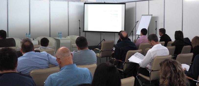 Аудитория семинара по клееным деревянным конструкциям