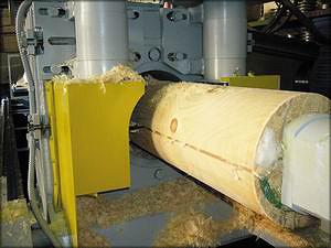 Для изготовления оцилиндрованного бревна закуплено современное оборудование