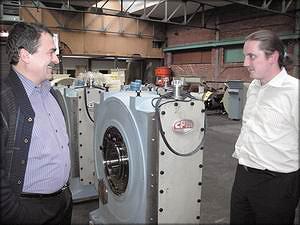 Сергей Передерий и Ренс Харткамп на заводе СРМ (Амстердам, Голландия), производящем пеллетные прессы-грануляторы