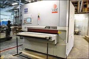 Шлифовально-калибровальный станок Viet очень удобен при шлифовке плоскостных деталей