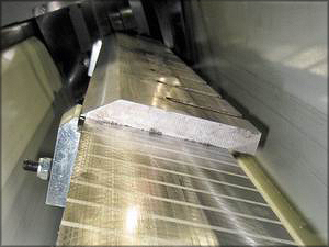 Установка ножа на электромагнитной плите
