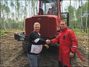Оператор сергей Базитов, работающий на новом Komatsu 865, доволен техобслуживанием Komatsu