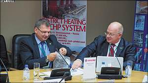 Презентация компании TORREC, справа представитель компании в России Тойво Кукк, слева директор ООО «ЗЭТ» Дмитрий Бастриков