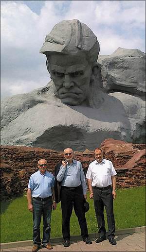 Павел Городник, Павел Лединек и Франц Валдхубер в мемориальном комплексе «Брестская крепость»