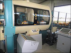В состав линии Ledinek входит торцовочная пила X-Cut для оптимизации ламелей
