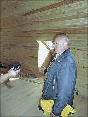 Павел Городник в строящемся административном корпусе предприятия