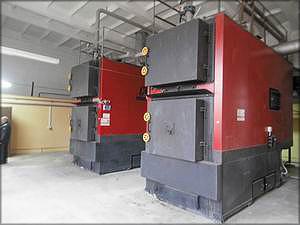 Тепловой энергией предприятие обеспечивает биотопливная котельная, оснащенная двумя котлами «Комконт» (Беларусь) мощностью 1 МВт каждый
