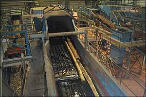 Линия окорки бревен в древесно-подготовительном цехе (ДПЦ)