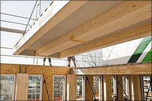 Монтаж панелей перекрытий здания
