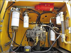 Элементы системы пожаротушения, установленные на экскаваторе Volvo