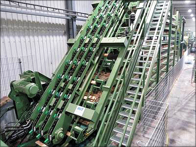 Линия сортировки коротких досок длиной от 80 см (производительность 150 досок в минуту) производства компании HIT