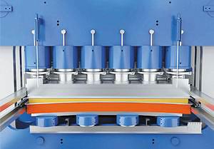 Стягивающие цилиндры на входном сечении пресса для быстрого удаления воздуха из ковра