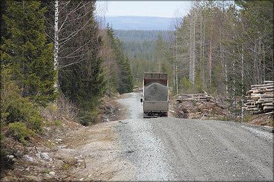 Рис 8. При строительстве дорог стараются использовать минимум привозных материалов, которые преимущественно применяются для устройства покрытия