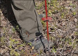 Рис. 2. Каменистость почвы на объекте измеряется с помощью механического щупа
