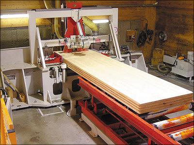 Рис. 15. Шипорезный станок и прессы HIT для сращивания панелей на заводе Binderholz