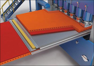 Рис. 4. Греющие плиты пресса защищены от повреждения с помощью специальных защитных пластин. Для ускорения теплопередачи они оснащены нагревательными каналами