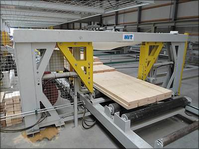 Рис. 14. Оборудование для обвязки и упаковки HIT: а – машина для обвязки лентой, б – машина для обертывания в пленку
