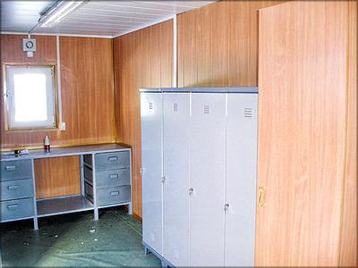 Мастерская с бытовыми шкафами и верстаком