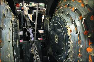 Рис. 10. Группа первого ряда из фрезерно-брусующего станка и сдвоенного ленточнопильного станка на одном из шведских предприятий