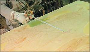Рис. 20. Нанесение полиуретановой шпатлевки пистолетом и акриловой шпатлевки автоматическим шпателем