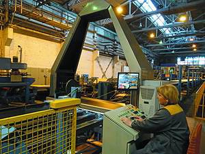 Обе лущильные линии Raute производства шпона для большеформатной фанеры оснащены влагомерами и современными сканерами оптимизации рубки VCO Mecano для обеспечения высокого качества фанеры и выхода продукции