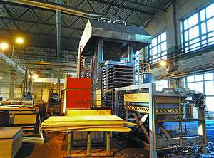 На «СВЕЗА Усть-Ижора» работают две многопролетные линии ламинирования фанеры, произведенные Raute в 2004 и 2008 годах