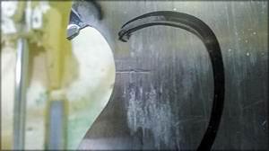 Рис. 3. Трещина на напаянной твердым сплавом ленточной пиле