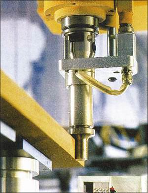 Рис. 2. Устройство для термовыглаживания кромок плит MDF (AKE Knebel GmbH, Германия)