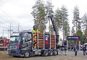 Лесовоз Volvo с гидроманипулятором HIAB