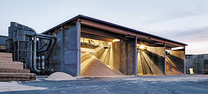 Рис. 7. Бункеры для опилок и щепы на заводе Holmen Braviken, Швеция