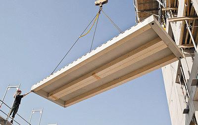 Рис. 6. Элемент перекрытия австрийской компании Cree и его монтаж. Из бетона выполнена не только верхняя плита, но и опорные балки