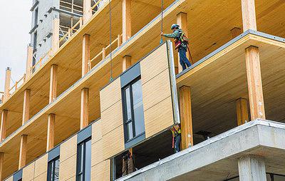 Рис. 8. Монтаж фасадных панелей полной заводской готовности при возведении первого корпуса UBC Brock Commons