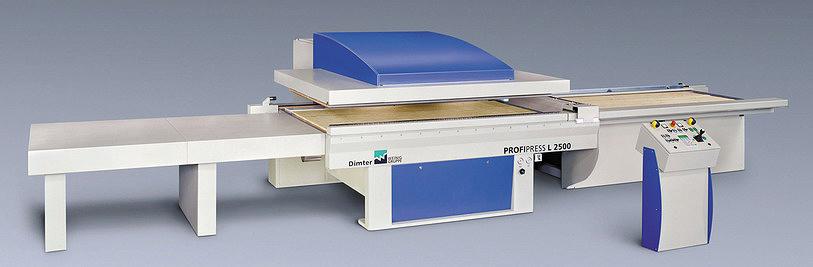 Рис. 5. Позиционный пресс с продольной загрузкой Dimter ProfiPress L 2500 (Weinig Group, Германия)