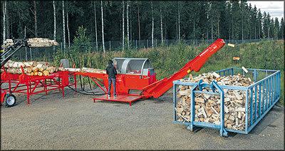Рис. 1. Финский дровокольный станок со столом подачи и накопителем